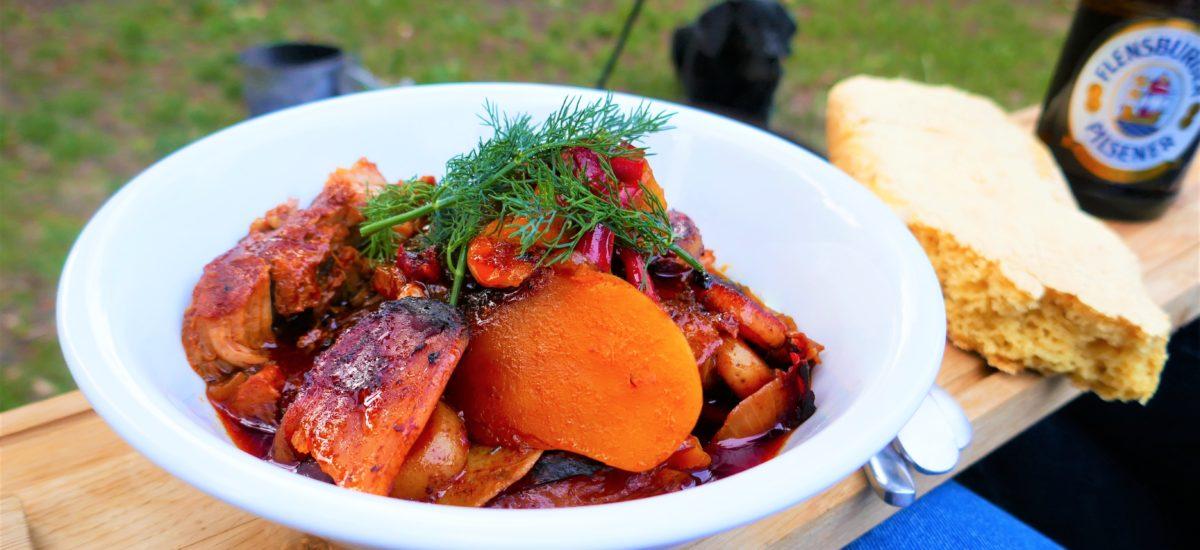 Dutch Oven – Schweinenacken mit Gemüse in Barbecue Souce